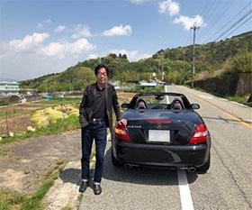 お気に入りのスポーツカーでドライブ